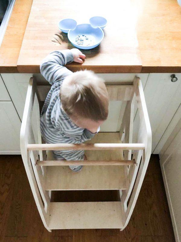 Bezpieczny Kitchen Helper dla Dzieci Coccolone - Meblusie.pl